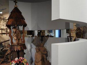 ekspozycja- rzeźba ludowa
